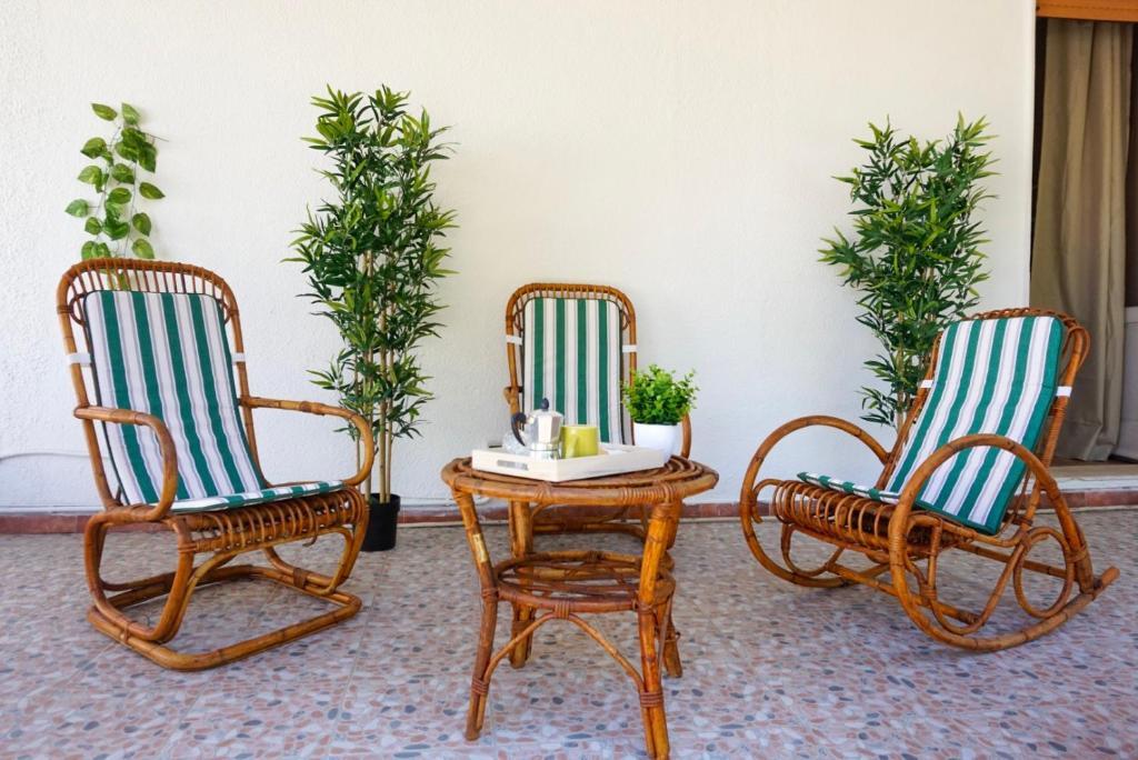 Seafront Aurelia apartmen with patio image1