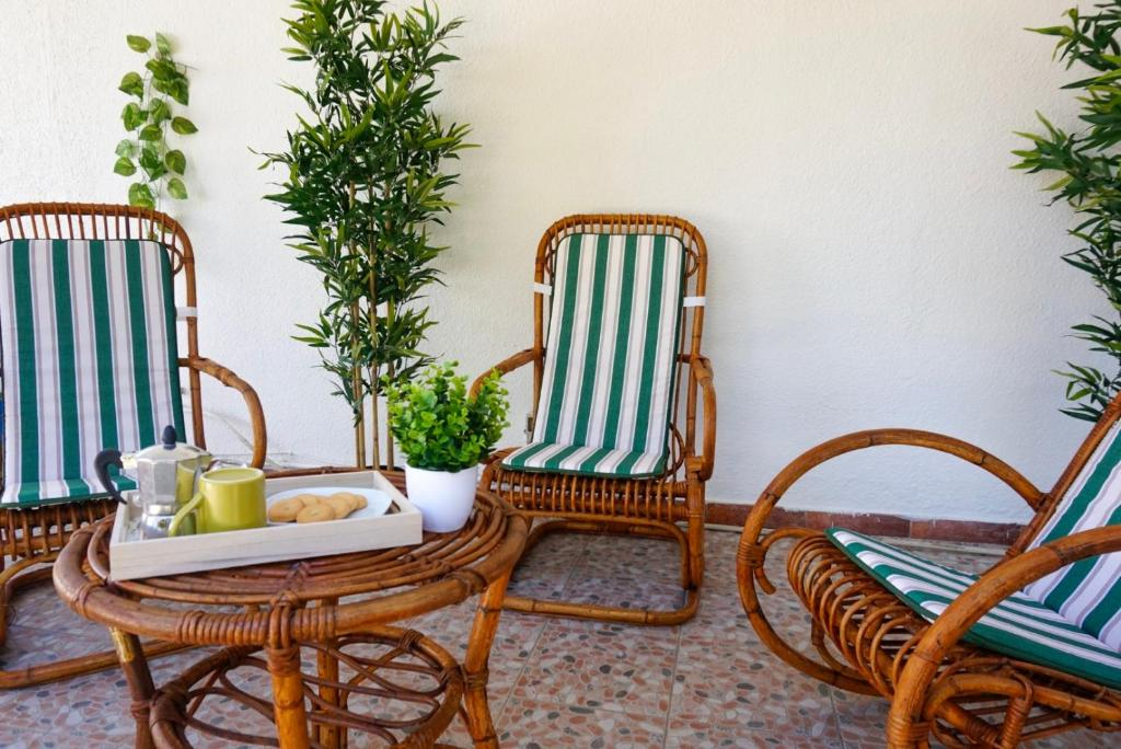 Seafront Aurelia apartmen with patio image2