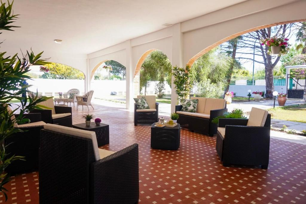 Seafront Aurelia apartmen with patio image6