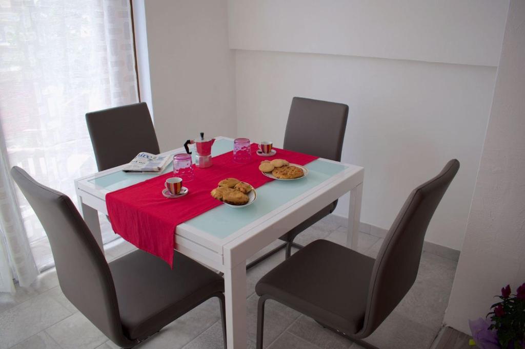 Purple Flower Suit Apartment img13