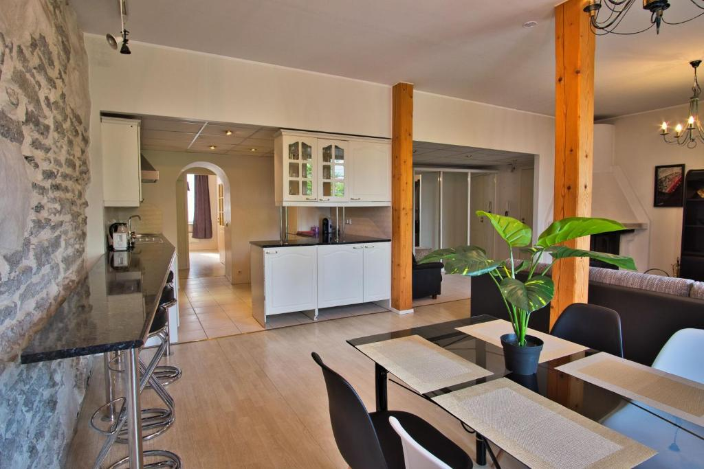 Dream Stay - Old Town Church View Apartment with Sauna