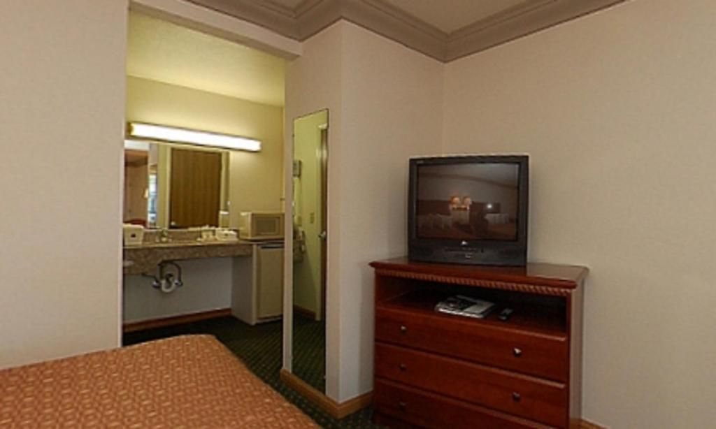 Hotels In Cloverdale Bc