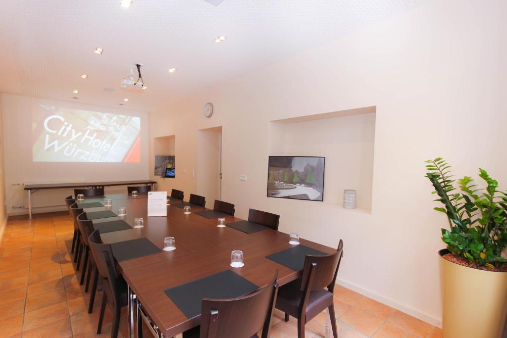 city hotel w rzburg w rzburg informationen und buchungen online viamichelin. Black Bedroom Furniture Sets. Home Design Ideas