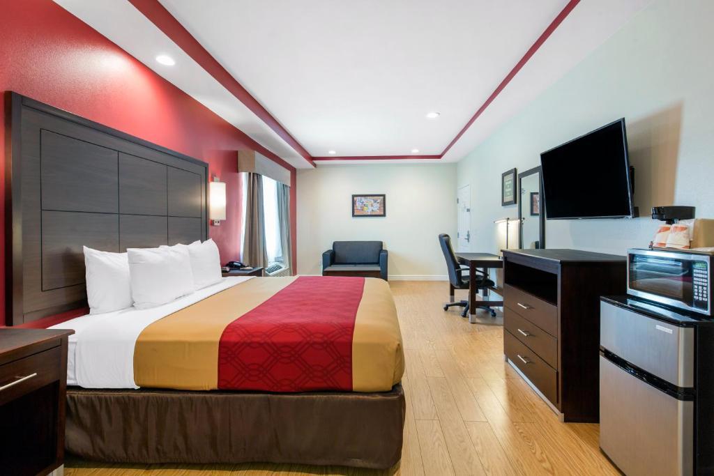 Econo Lodge Accommodations