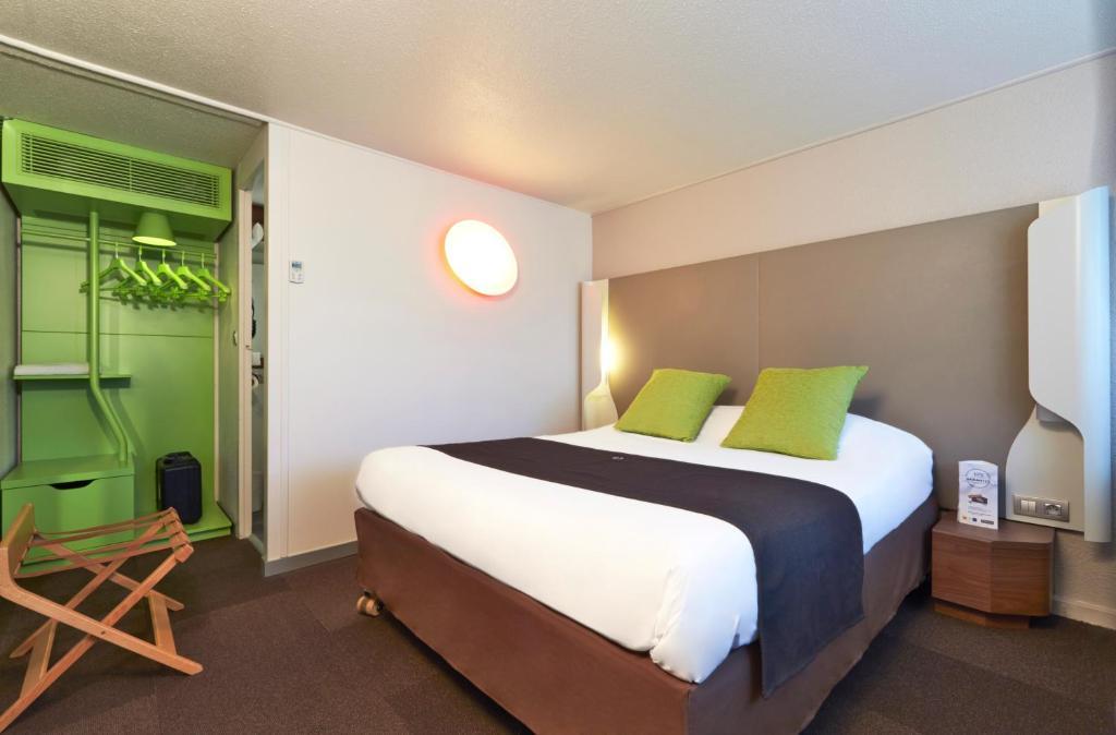 campanile sedan r servation gratuite sur viamichelin. Black Bedroom Furniture Sets. Home Design Ideas