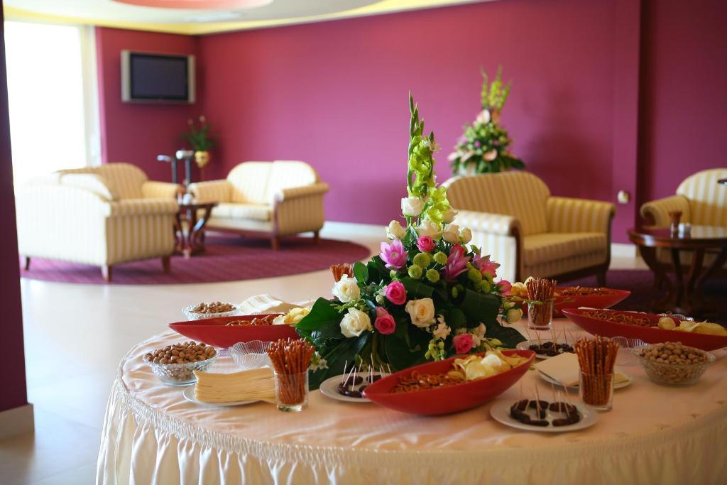 Hotel zora primo ten prenotazione on line viamichelin - Karaoke aggiungi un posto a tavola ...