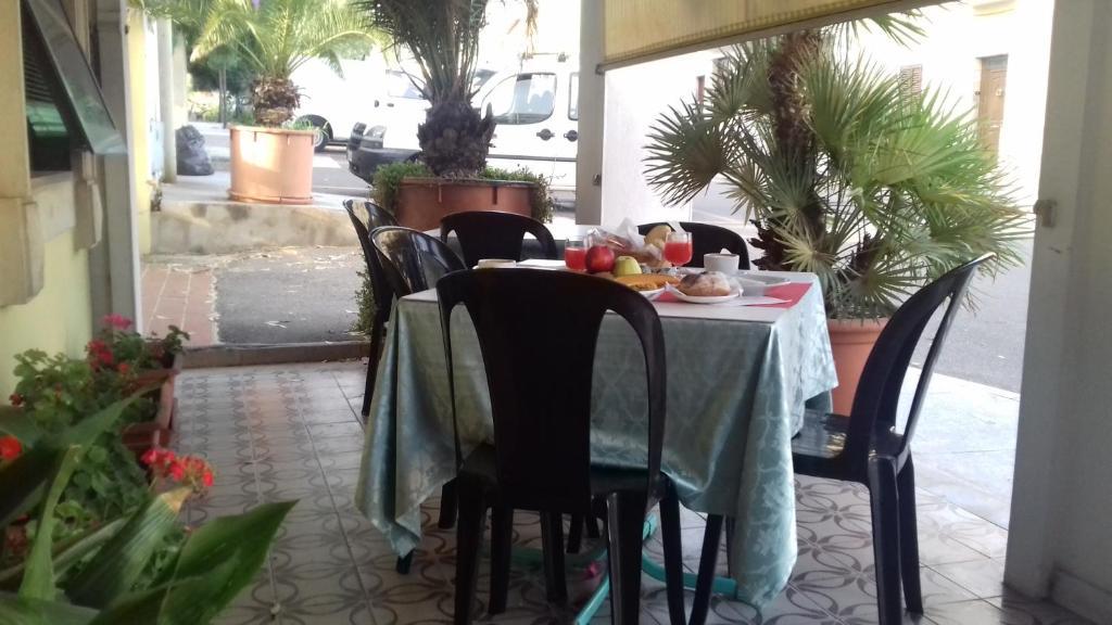Hotel Villarosa con Vespa Rent image1