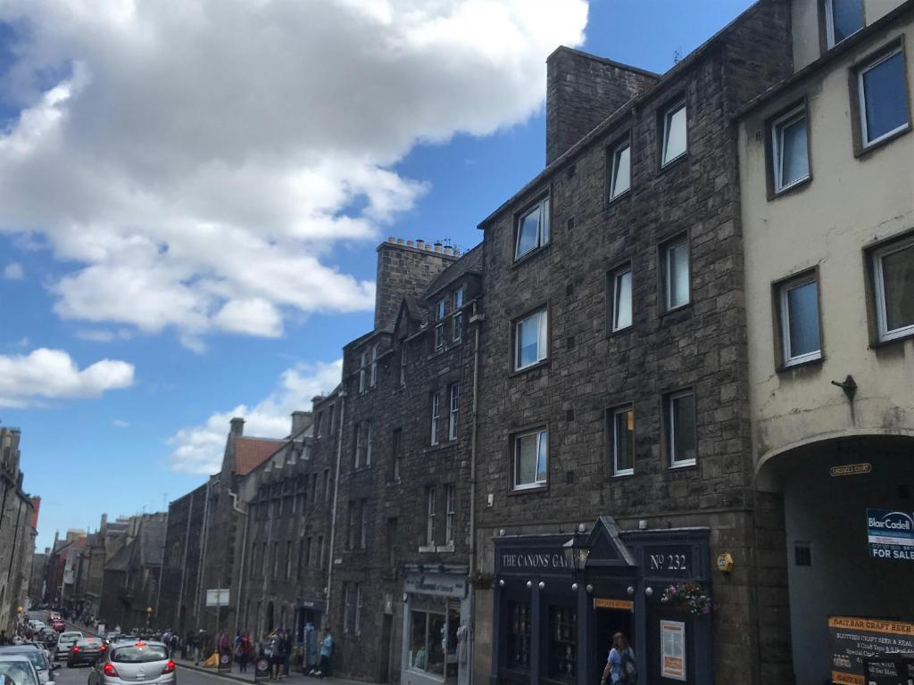 Crags View Apartment On The Royal Mile