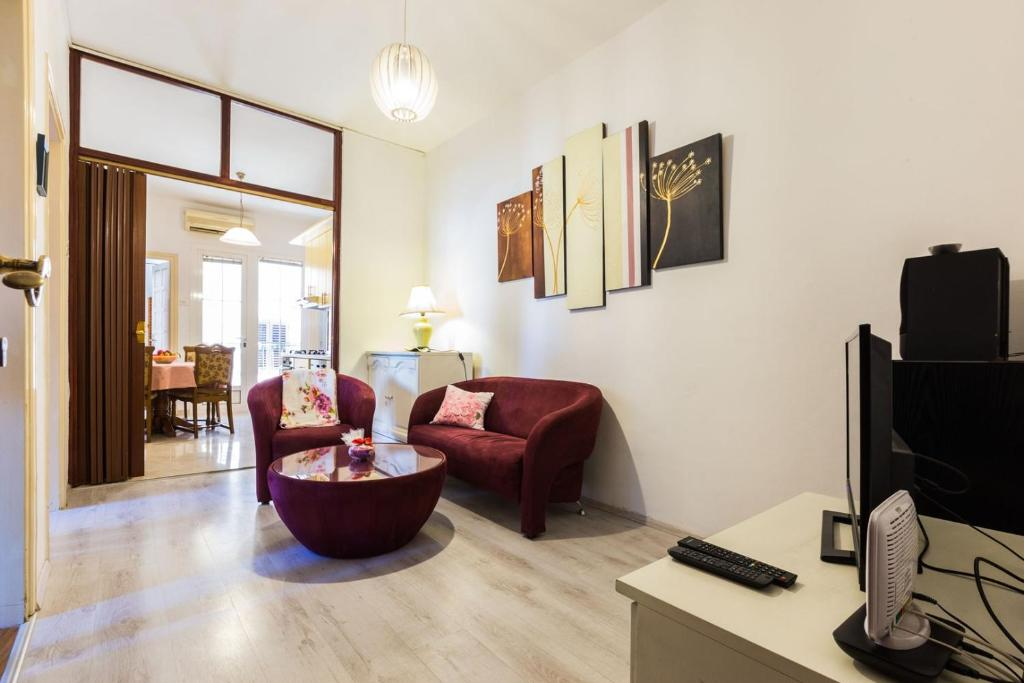 Forum 2BR apartment in old town