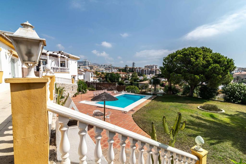 Beautiful 4 BDR Villa With Detached Apartment
