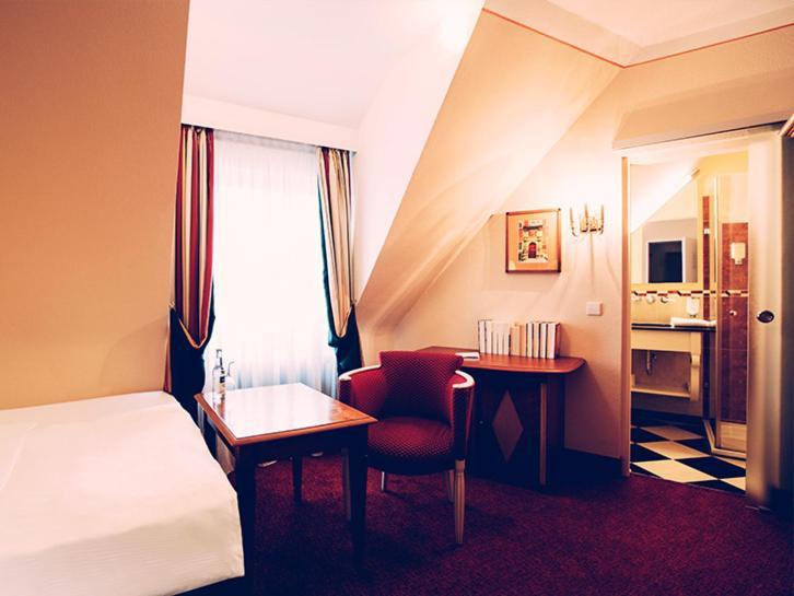 romantik hotel der adelshof schw bisch hall online booking viamichelin. Black Bedroom Furniture Sets. Home Design Ideas