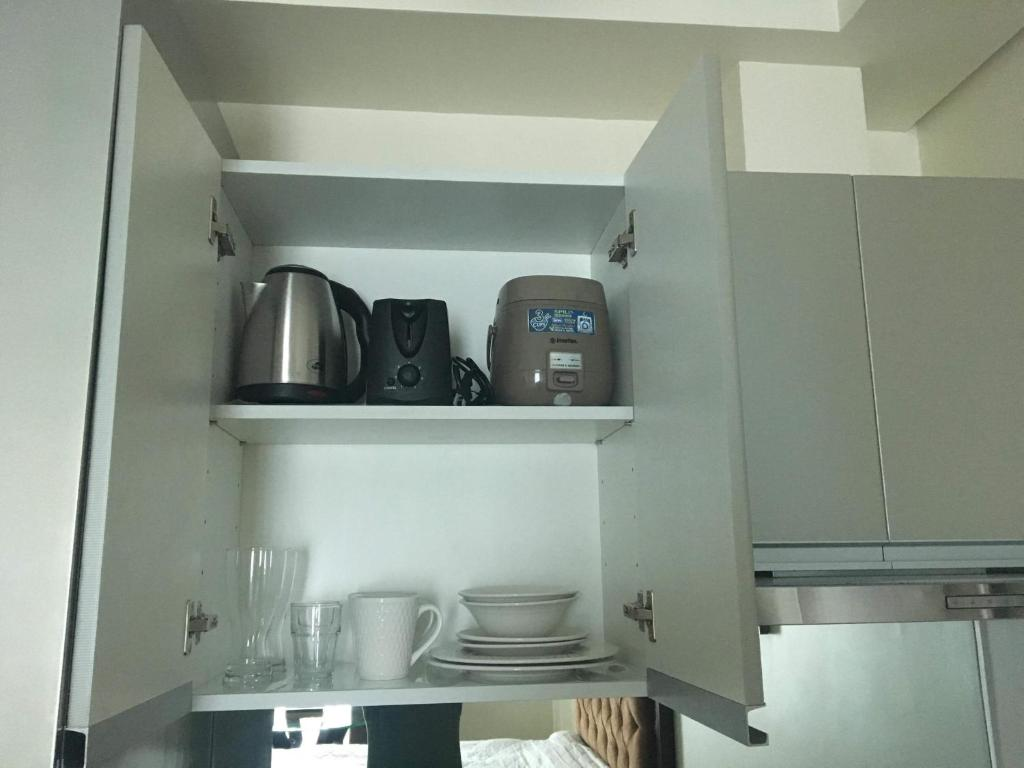 Affordable Makati Serviced Apartments - Manila - book your hotel ...