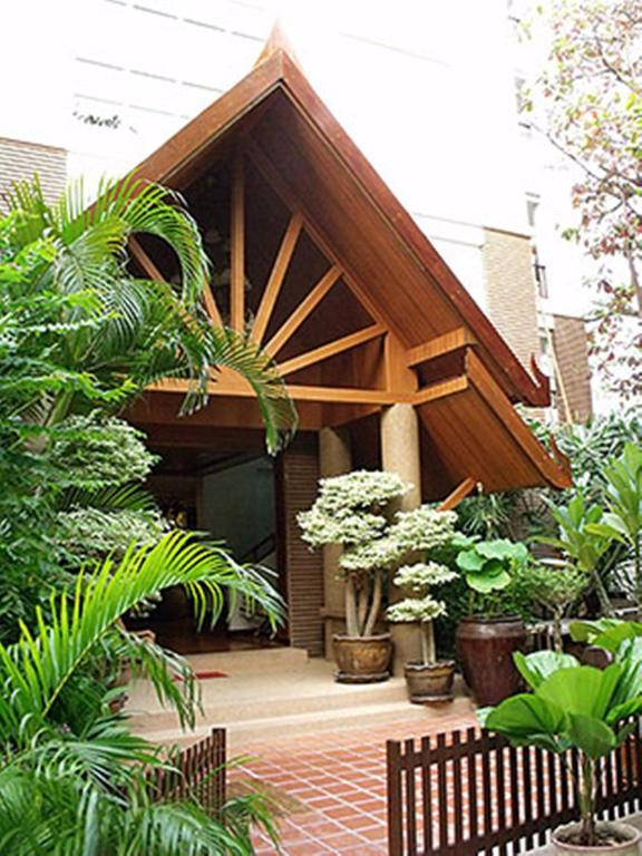 Chada Thai House