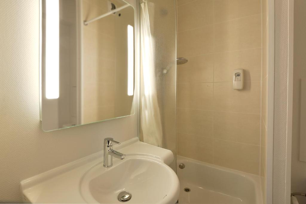 b b h tel bourges 2 bourges informationen und buchungen online viamichelin. Black Bedroom Furniture Sets. Home Design Ideas