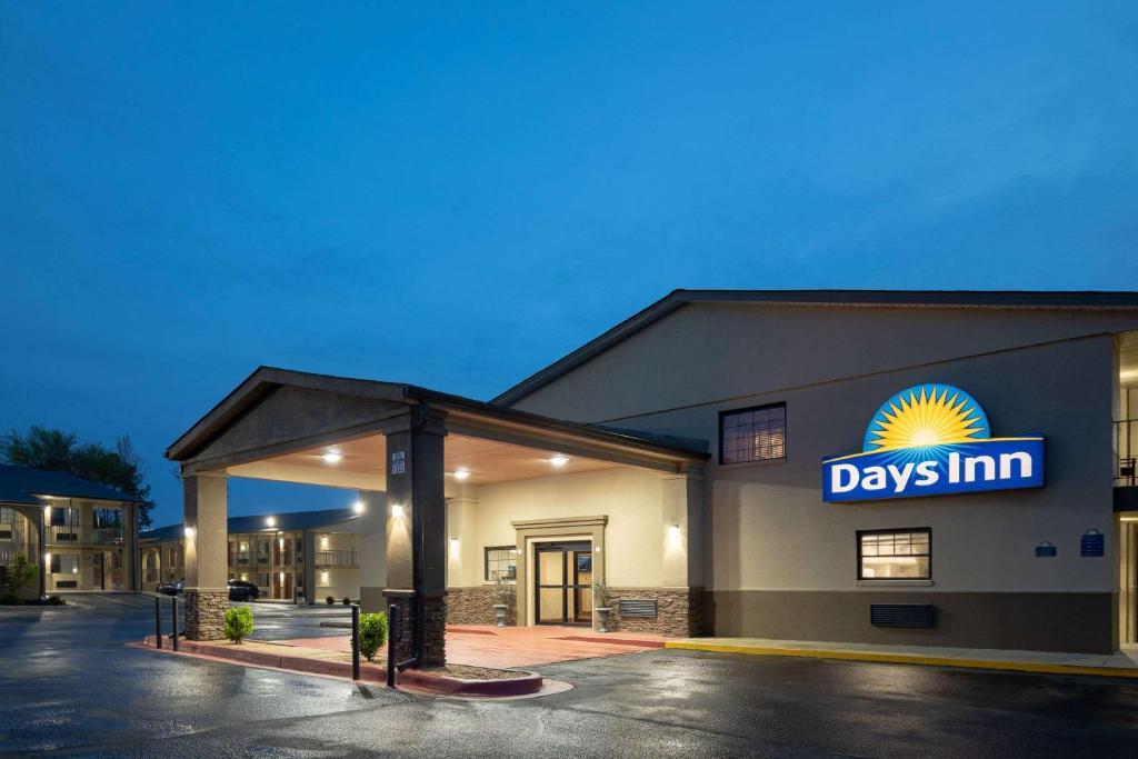 Days Inn & Suites by Wyndham Athens