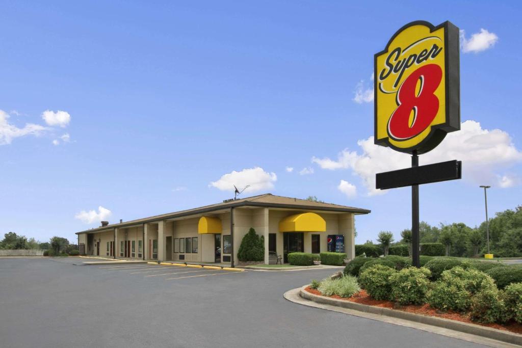 Super 8 by Wyndham-Tupelo Airport