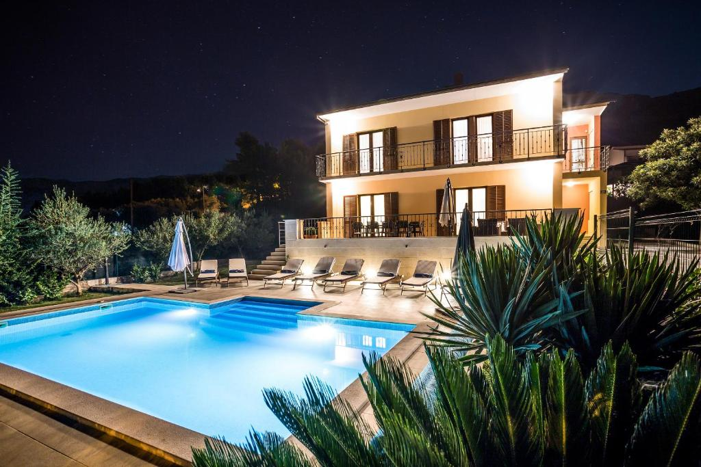 Split villa for 12 with private heated pool