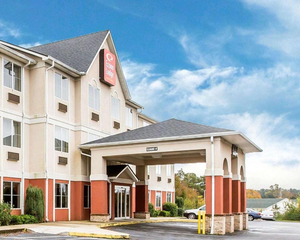 Econo Lodge Inn & Suites Douglasville