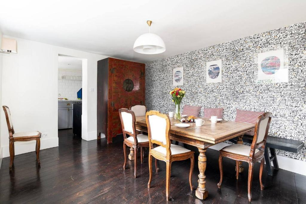 Gorgeous & sleek 4BR house in Hammersmith!