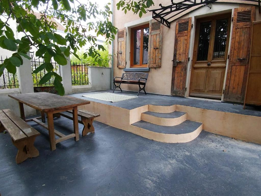 Mon Petit Jardin De Ville Villa In Grenoble Wander