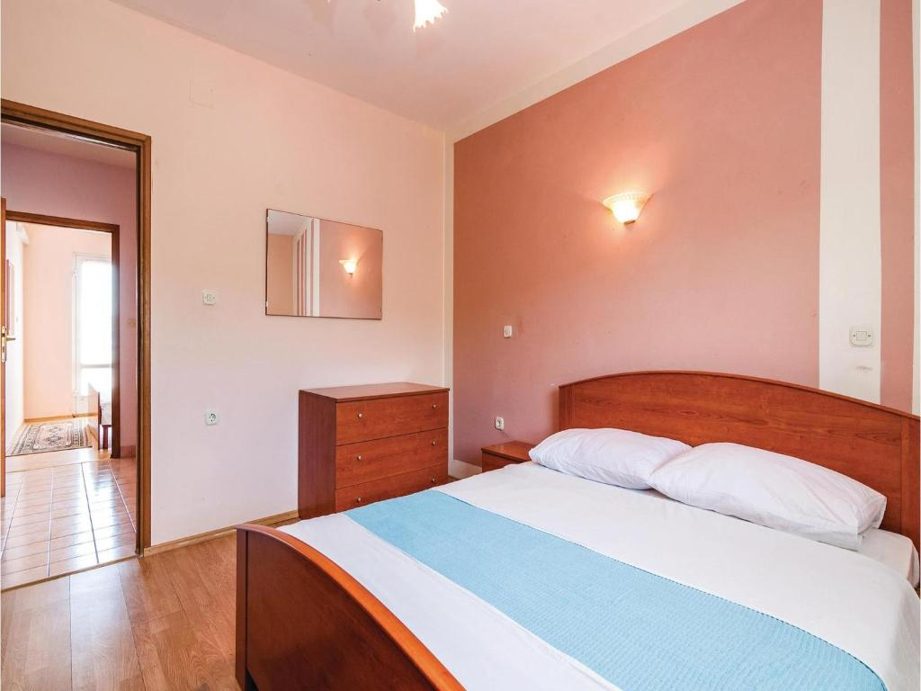 Two-Bedroom Apartment in Sv.Petar