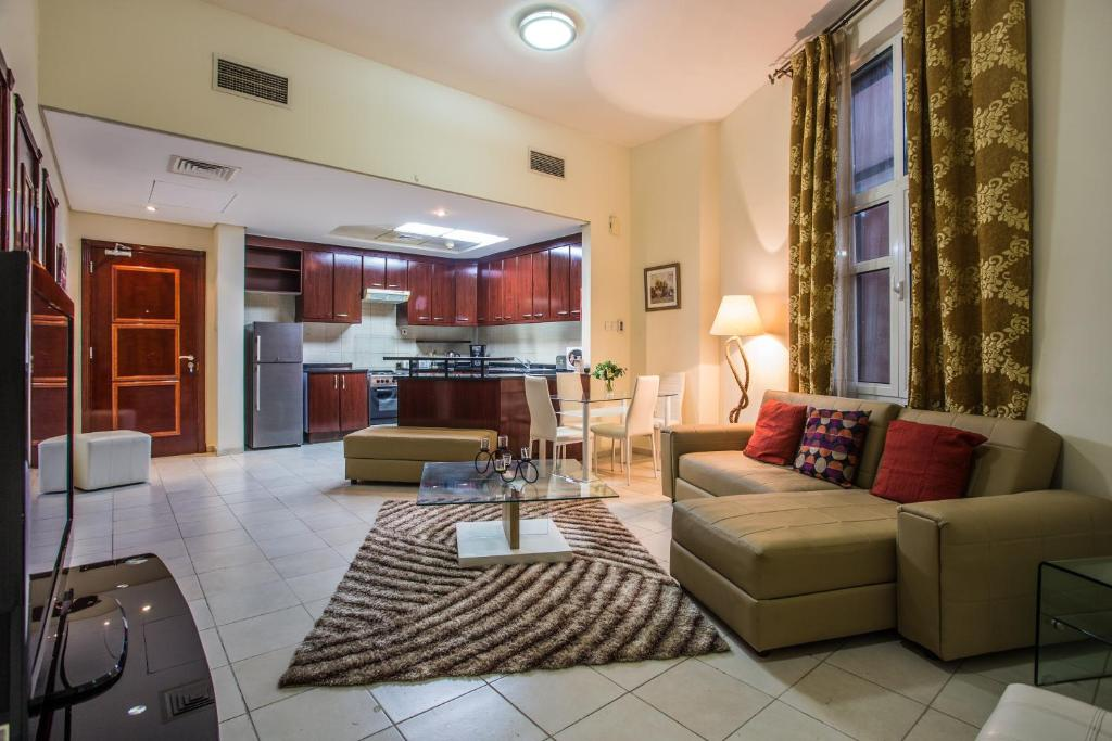 Купить квартиру в дубае 2013 район дискавери гарденс цены на недвижимость в дубай марине
