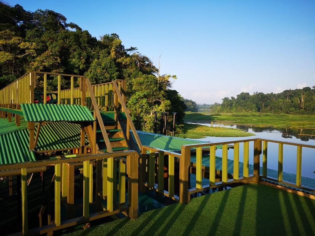 Deluxe Family Room Jungle Land Panama Floating Lodge - All Inclusive