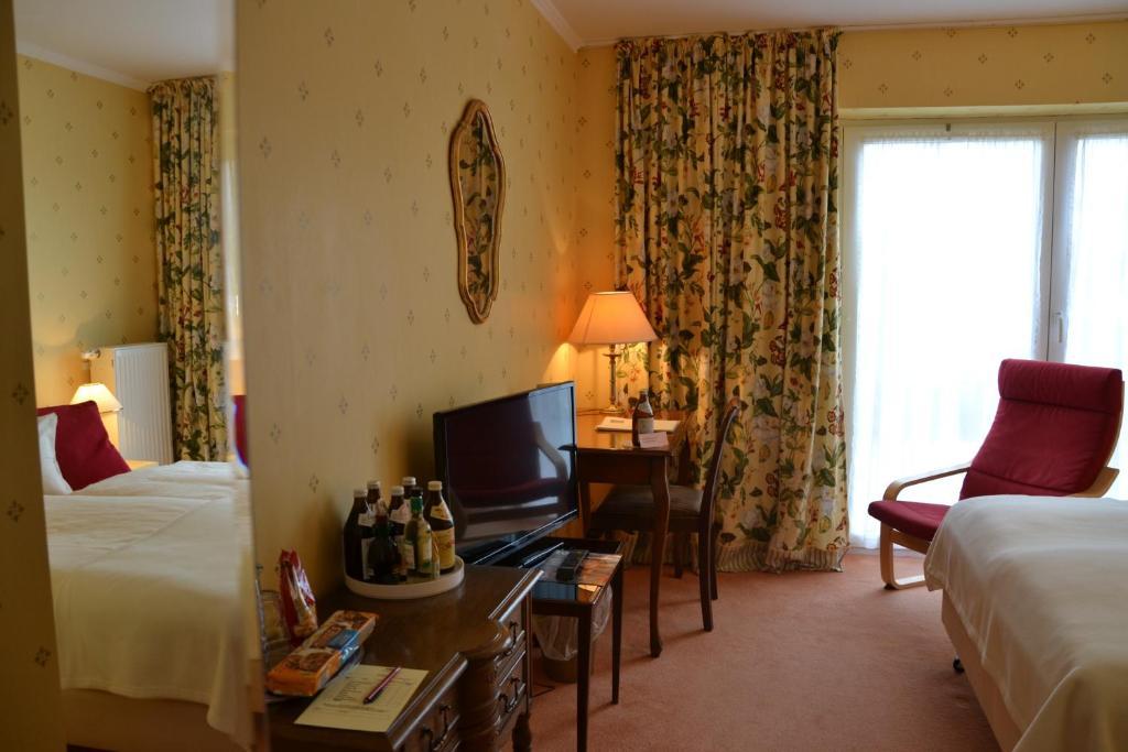 christian gartenhotel nieder olm online booking viamichelin. Black Bedroom Furniture Sets. Home Design Ideas