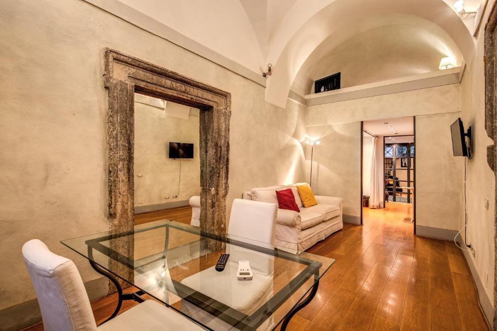 Magenta Luxury Specchi