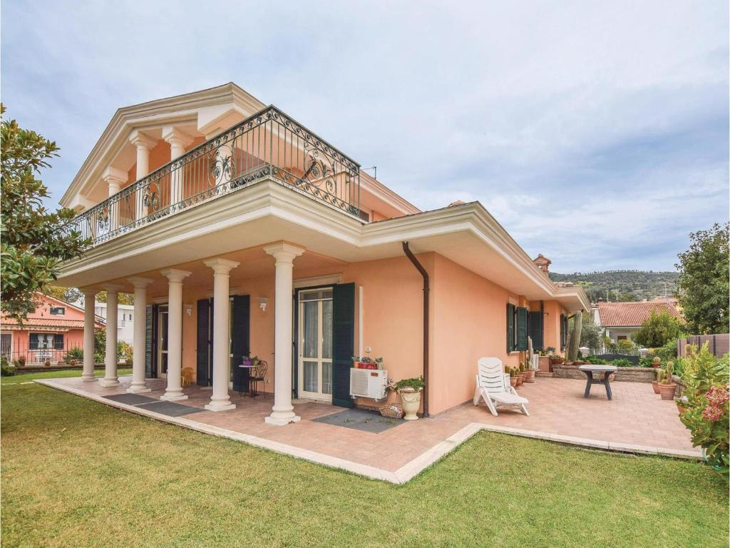 Four-Bedroom Holiday Home in Bolsena