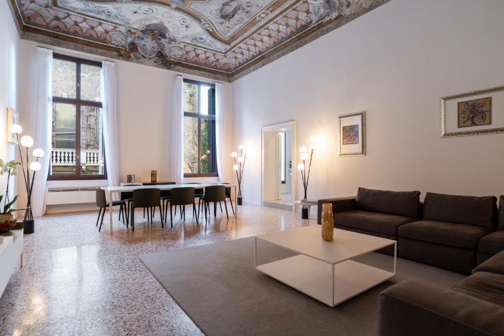 Palazzo Vendramin Costa