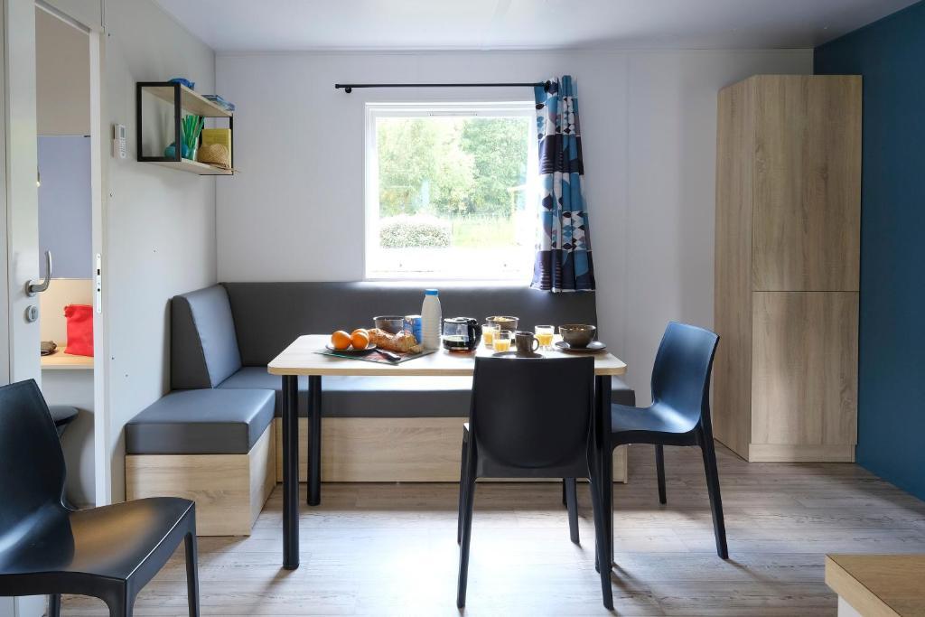 camping la bret che les epesses informationen und buchungen online viamichelin. Black Bedroom Furniture Sets. Home Design Ideas
