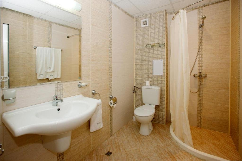 Twin Room (2 Adults + 1 Child) Karlovo Hotel