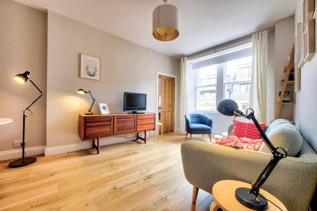 ALTIDO Cool New Town Apartment - Great Location
