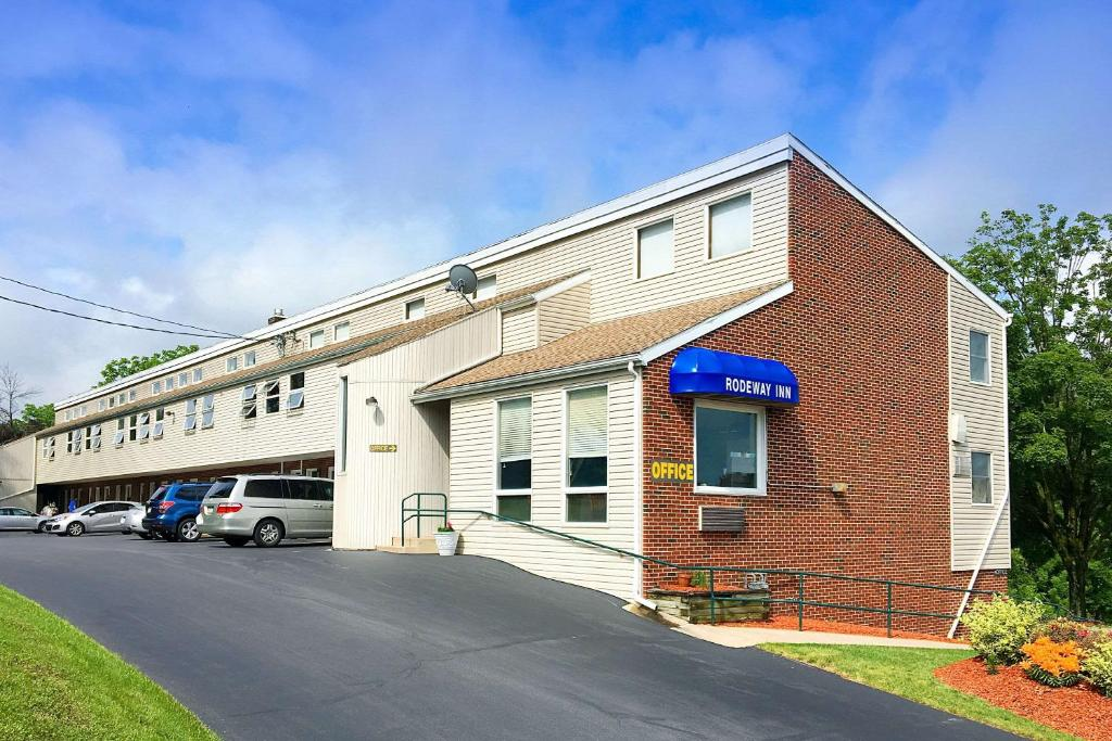 Rodeway Inn State College - near University
