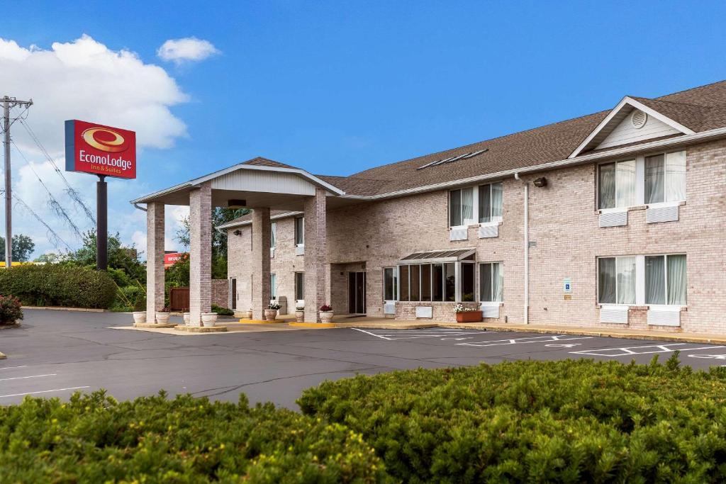 Econo Lodge Inn & Suites Fairview Heights - St Louis