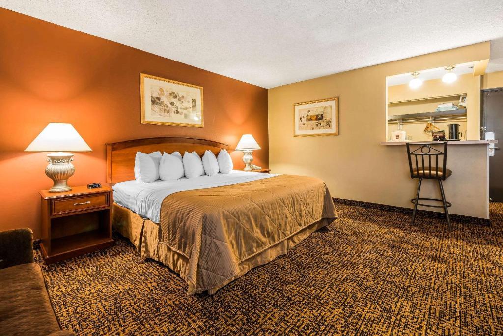 Clarion Hotel Conference Center Colorado Springs Co 314 West Bijou 80905