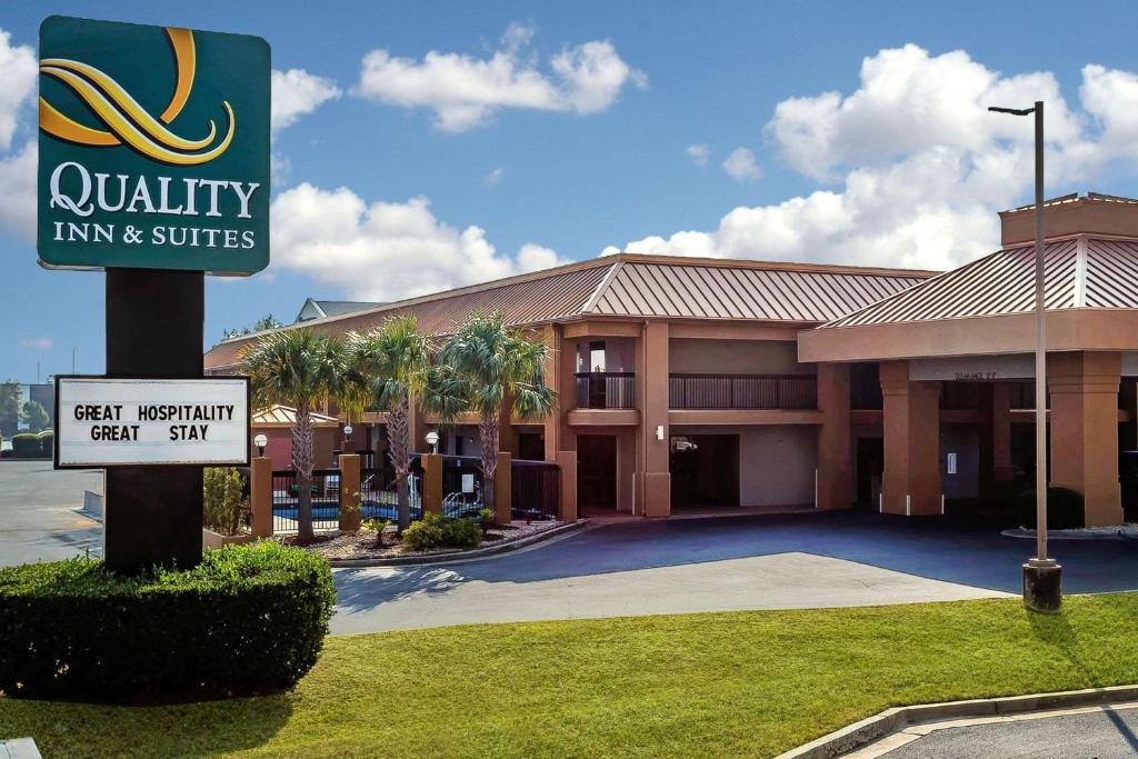 Quality Inn & Suites near Robins Air Force Base