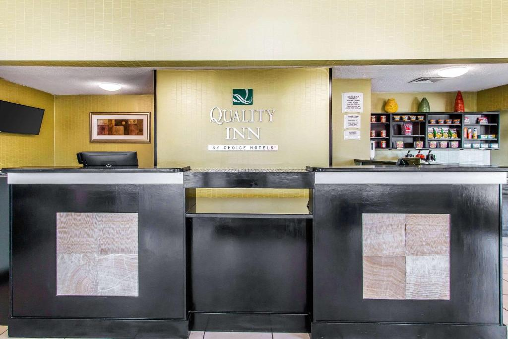 Quality Inn Hinesville - Fort Stewart Area, Kitchenette Rooms - Pool - Guest Laundry