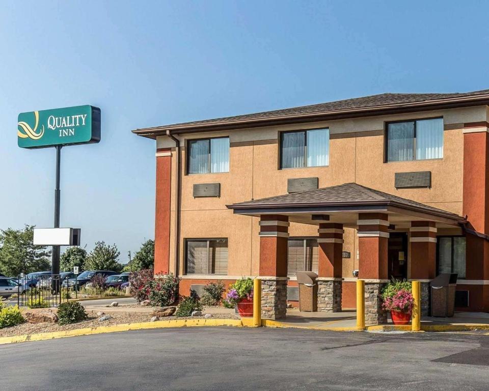 Quality Inn at Collins Road - Cedar Rapids