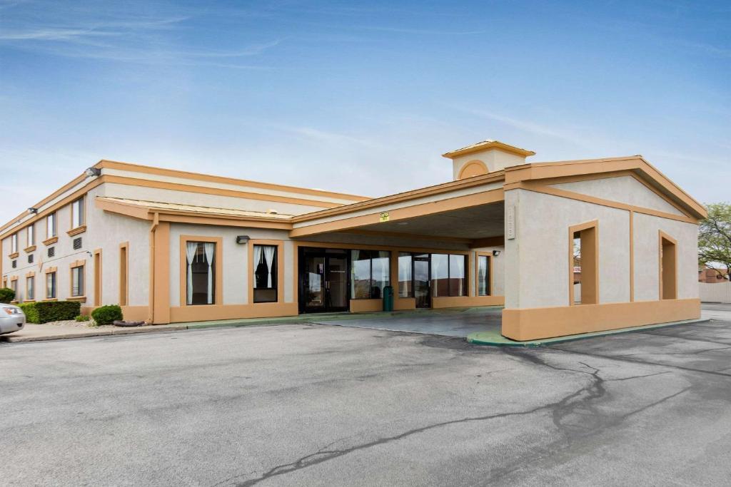 Quality Inn & Suites Bloomington University Area