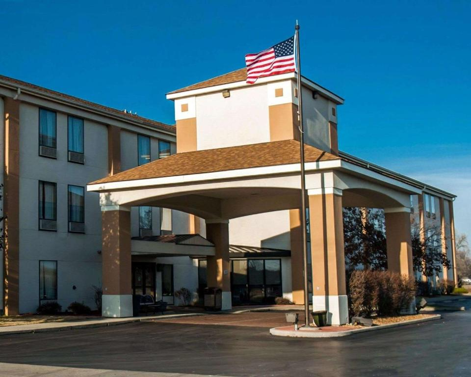 Quality Inn & Suites near St Louis and I-255