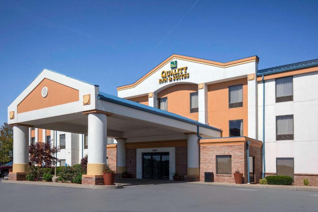 Quality Inn & Suites Arnold