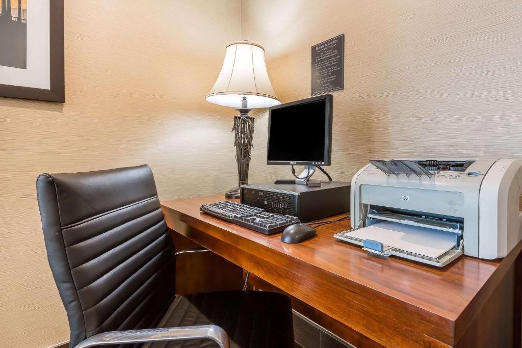 Comfort Inn® Hotels for Business Traveler