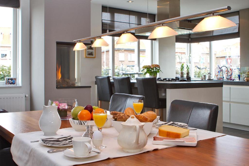 bed breakfast wit 51 noordwijk binnen book your hotel with viamichelin. Black Bedroom Furniture Sets. Home Design Ideas