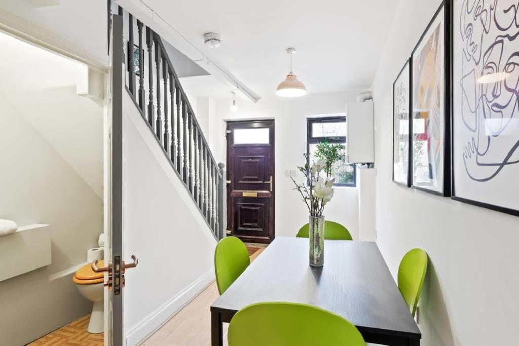 Будинок відпочинку Pop, Bright 2 Bed, 1.5 Bath House in Kennington