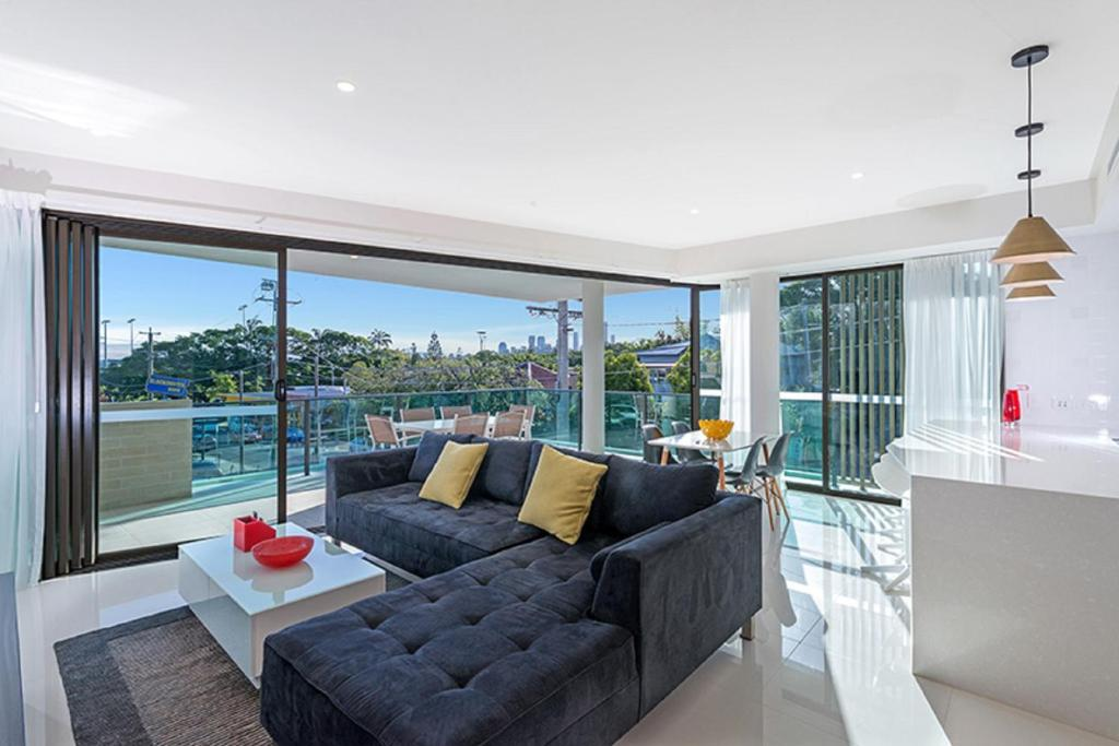 The Princess of Bulimba - Executive 3BR Bulimba Apartment with Large Balcony Next to Oxford St