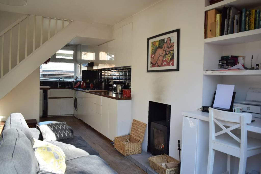 3 Bedroom House With Garden in Brixton