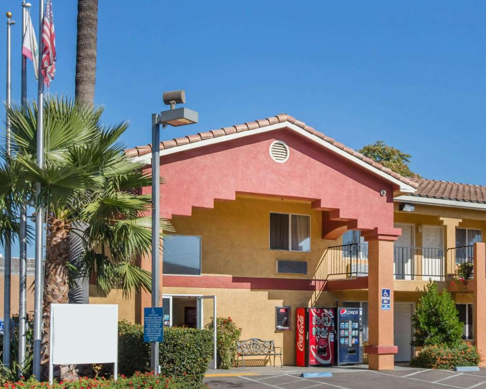 Econo Lodge Inn & Suites Lodi - Wine Country Area