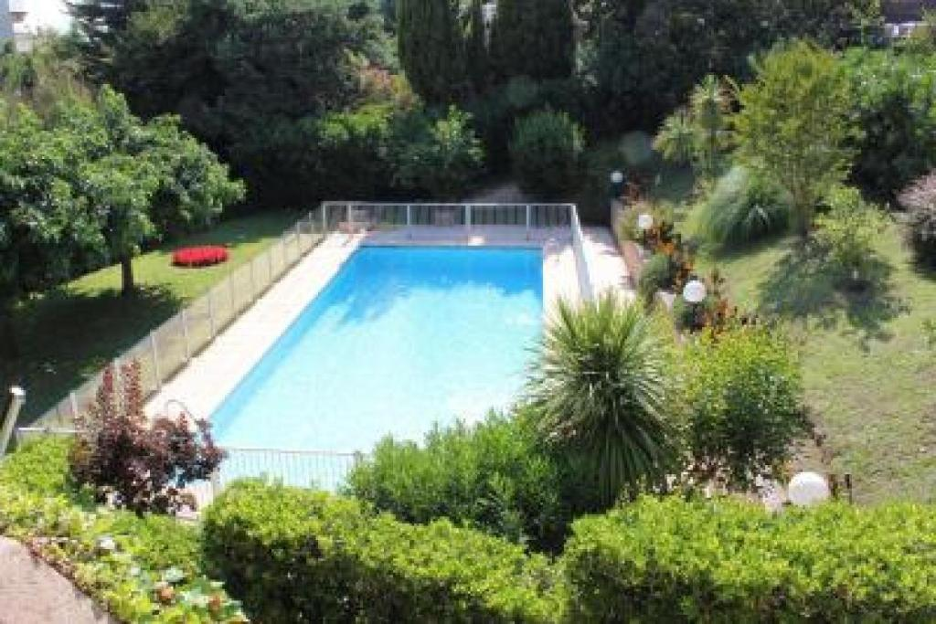 Cannes Apartment Sleeps 4 Pool